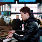 『パリに見出されたピアニスト』  ストリートピアノを弾いて、パリ旅行を獲得!?  豪華商品 動画投稿キャンペーン