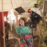 映画『ダンスウィズミー』 三吉彩花、シャンデリアにぶら下がり、空中ブランコ ワイヤーアクションに挑戦した裏側公開!! セクシーポールダンス練習シーンも!! 「狙いうち」メイキング映像解禁