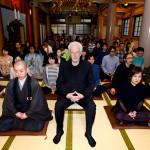 ホドロフスキー監督、お寺で100人坐禅大会を開催!