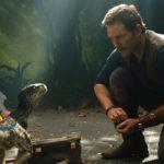 『ジュラシック・ワールド/炎の王国』4月17日は恐竜の日!赤ちゃんブルーと主人公が絆を深め合う特別映像到着!