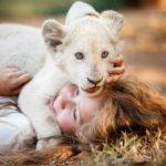 2月26日公開!映画『ミアとホワイトライオン 奇跡の1300日』モフモフの赤ちゃんライオンに胸キュン間違いなしの特別映像を公開!