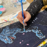 """京都の伝統文化で彩られた""""ゴジラジーンズ""""が爆誕!怪獣王【ゴジラ】が京友禅とジーンズを融合させたブランド【禅】とコラボレーションした商品を3月18日より販売開始!"""