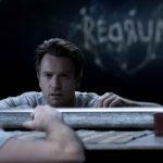 """緊迫の本編映像解禁! 『ドクター・スリープ』 鏡に映った謎のメッセージ""""REDRUM""""とは―?"""