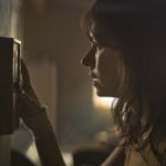 """ナオミ・ワッツ主演『ウルフ・アワー』 大停電、多発する暴動、そして連続殺人鬼""""サムの息子""""の影 魔都が彼女の心を蝕み、壊してゆく―― ナオミ・ワッツが挑む、マインドブレイク・スリラー 日本公開決定! 日本版アートワーク&予告映像解禁"""